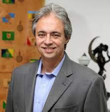 Mozart Neves Ramos lança livro