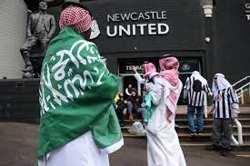 Newcastle backtracks on banning fans from wearing traditional Arab clothing  – Middle East Monitor