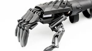 arto bionico costruito in stampante 3d