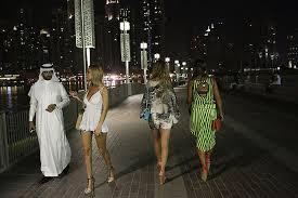 Resultado de imagem para charges - emirados arabes