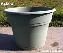 DIY How to paint plastic flower pots mighty-mama.com