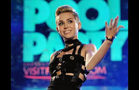 U S Singer Miley Cyrus Tops Uk Singles Chart For First Time