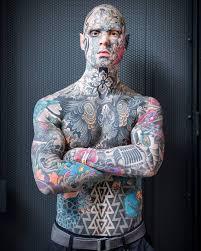 у француза всё тело в тату он учитель начальных классов