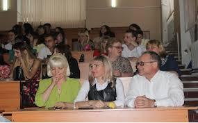 На ФМФИ состоялось вручение дипломов выпускникам года Декан факультета Владимир Николаевич Аниськин отметил что в этом году на физмате очень хороший выпуск 144 человека 34 из которых получили дипломы с
