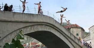 Image result for skokovi sa starog  mosta u mostaru fotos