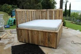 daybed made out of wood pallets pallet wood projects