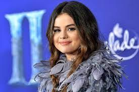 Selena Gomez Spontaneously Gets New ...