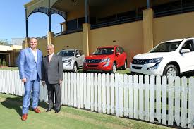 new car releases in australiaMahindra launches XUV500 AT in Australia