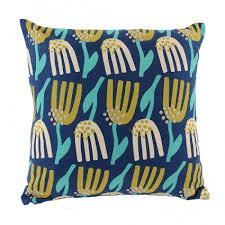 Купить <b>Чехол для подушки темно-синего</b> цвета с графичным ...