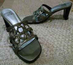 Mootsies Tootsies Womens 7m Grey Silver Slip On Slides Sandals