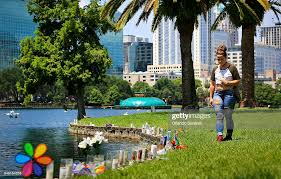 Alicia Stelly stops to look at a small makeshift memorial at Lake ...