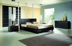 Bedroom. Black Wooden Bed And Grey Rug On Green Rug Connected By Black  Wooden Bedside