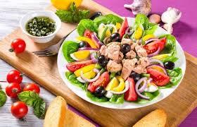 Resultado de imagem para salada tomate azeitona palmito atum erva doce alface