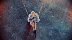 สิ้นสุดการรอคอย! โรเซ่ BLACKPINK เดบิวต์ปล่อยผลงานเดี่ยวชุดแรกพร้อม MV เพลง  'On The Ground' (มีคลิป)