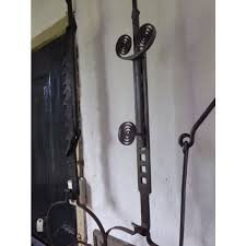 18th c pot hanger made of wrought iron