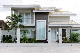 1º pavimento com 2 quartos grandes, garagem, sala, cozinha grande e área de serviço. Casa De Dois Andares Dicas E Praticas Para Uma Fachada Deslumbrante