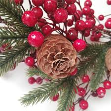 Großhandel Weihnachtskränze Künstliche Beeren Natürliche Kiefernnüsse Kombination Girlanden Weihnachtsdekoration Für Home Party Outdoor 45 Cm Von