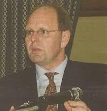 Geschäftsführer <b>Hermann Schmitz</b> - bildsj-20040425_2