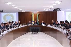 Resultado de imagem para imagem de temer presidente em reunião