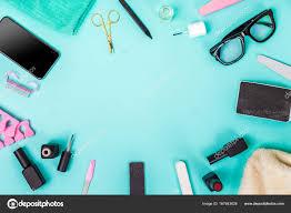 青の背景にマニキュアペディキュア機器のトップ ビュー ストック写真