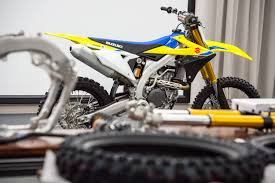 2018 suzuki 450. simple 2018 2018 suzuki rm z450 first look transworld motocross suzuki rm z450  will use bridgestone battlecross for 450