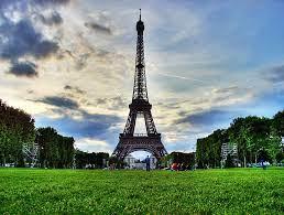 หอไอเฟล Eiffel Tower แลนด์มาร์คแห่งปารีส ฝรั่งเศส - Grazie Travel