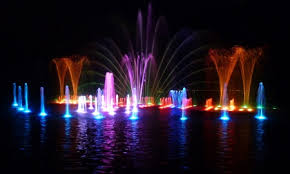 Free weekly Fountain Shows are back at Dean Park. Colors, music and lights!