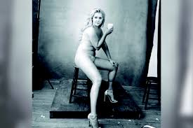 Amy Schumer Poses Nude The Radical Power of Her Beautiful Gross.