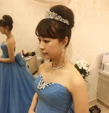 ミディアムロングヘア憧れのティアラを付けて世界一おしゃれな花嫁