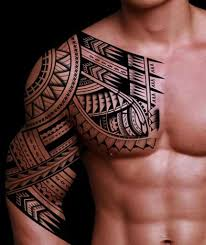 Tatuaggio Tribale Samoa Che Parte Dal Petto E Prende Parzialmente Il