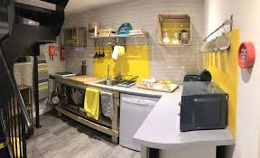 a kitchen or kitchenette at beautiful coach house