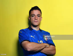 Giacomo Raspadori of Italy poses during an official portrait session...  Foto di attualità - Getty Images
