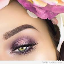 pretty green eye makeup with lilac eye shadow