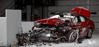 Pone a su disposición su gama de vehículos a través de distribuidores y concesionarios previamente autorizados y certificados. 2016 Mercedes C Class Crashed By Iihs A Top Safety Pick Despite Poor Lights Autoevolution