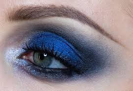 smokey eyes will always be one of the best beauty trends for eye makeup so why not switch it up with some color and start avoiding those safe neutral