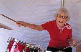Viola Smith, 'fastest girl drummer in the world,' dies at 107 | The Seattle  Times