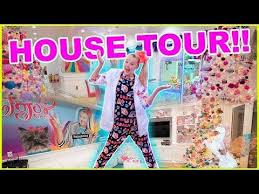 Now, what about this girl's house that makes it so unique? House Tour Jojo Siwa Youtube House Tours Jojo Siwa Princess Daisy