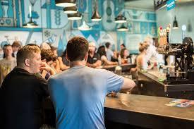 Nitelikli kahveyi, zengin demleme yöntemleri ve sunumlarıyla sizlerle buluşturan australian coffe shop, bakırköy'de hizmet vermeye başlamıştır. Copy Of Coffee Bar Cuvee Coffee