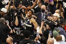 NBA-Finals: Giannis Antetokounmpo führt Milwaukee Bucks gegen Phoenix Suns  zum Titel - DER SPIEGEL