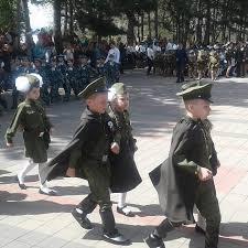Картинки по запросу Дети в военной форме на параде. коляски