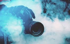 Download Wallpaper 3840x2400 Camera Photographer Smoke