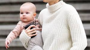 Lily Aldridge Steps Out Without Makeup, Holds Daughter Dixie Pearl ...
