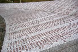 25 Jahre nach Srebrenica: Münchner Historikerin sieht Anlass zur Sorge |