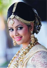 traditional kandian bride with hair jewellery make up