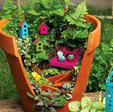 small garden design ideas: old flower pot with creative decorating