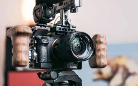 What Cameras Do YouTubers Use to Vlog In 2020?