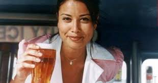 As Mirror Pint Poses For Ad Bitter Snapped Online - Boddingtons She Melanie Sykes A With