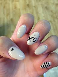 Almond Shaped Nail Designs Almond Shaped Beige Nails With Design Beige Nails Almond
