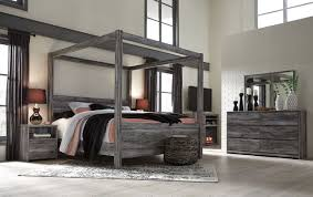 Baystorm Gray 7 Pc. Dresser, Mirror, King Canopy Bed & 2 Nightstands: