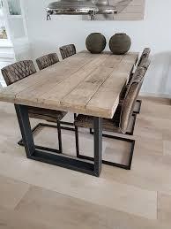 gave stoelen in bi met dat hout en staal